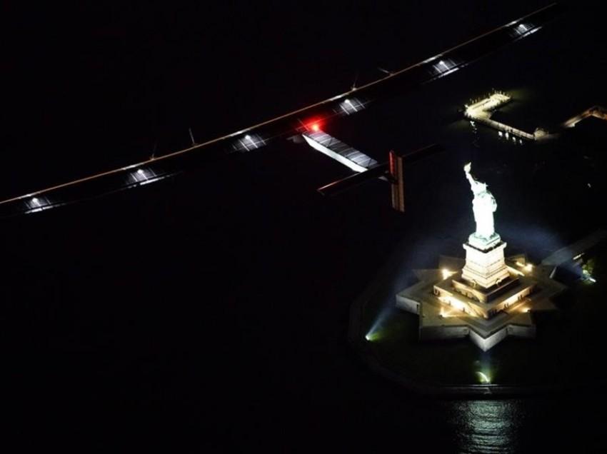 Avión solar aterriza en Nueva York y se prepara para seguir a Europa