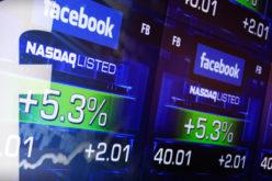 Un ano despues, Facebook sigue intentando volver a Wall Street