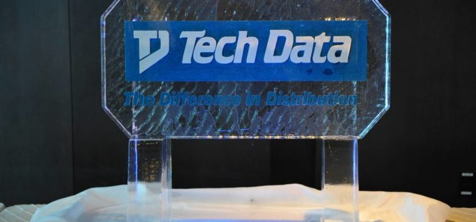 Tech Data Channel Connections ilumino la noche en el centro de Miami