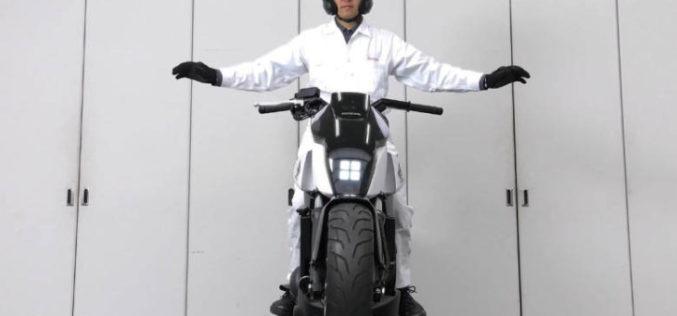 CES 2017: Honda presentó moto que se balancea y sostiene sola