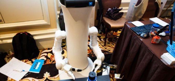 CES 2017: MoRo, el robot que ayuda en las tareas domésticas