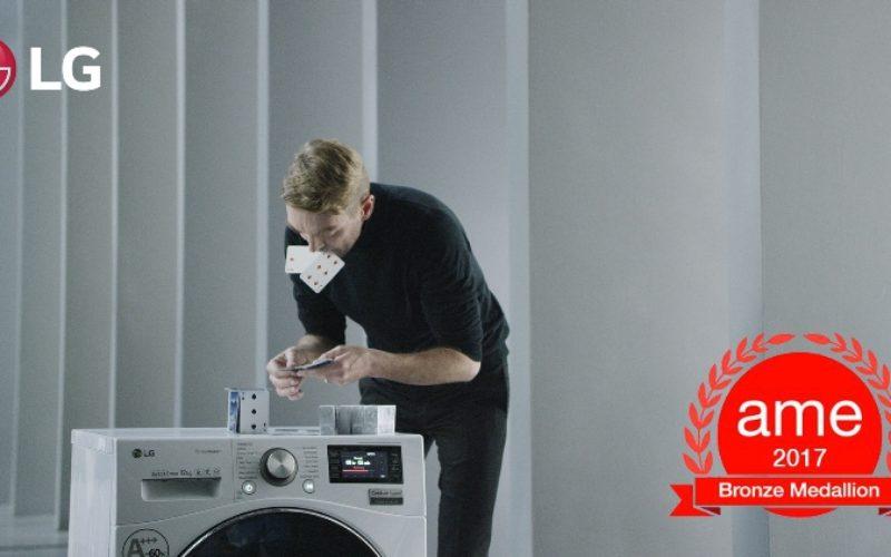 Construcción de un castillo de Naipes en una lavadora en funcionamiento gana prestigioso premio de la industria