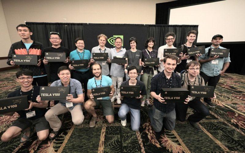CEO de NVIDIA regaló las 100 primeras NVIDIA Tesla V100 a los mejores investigadores de inteligencia artificial