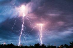 Protege tus equipos electrónicos y consolas  ante tormentas eléctricas