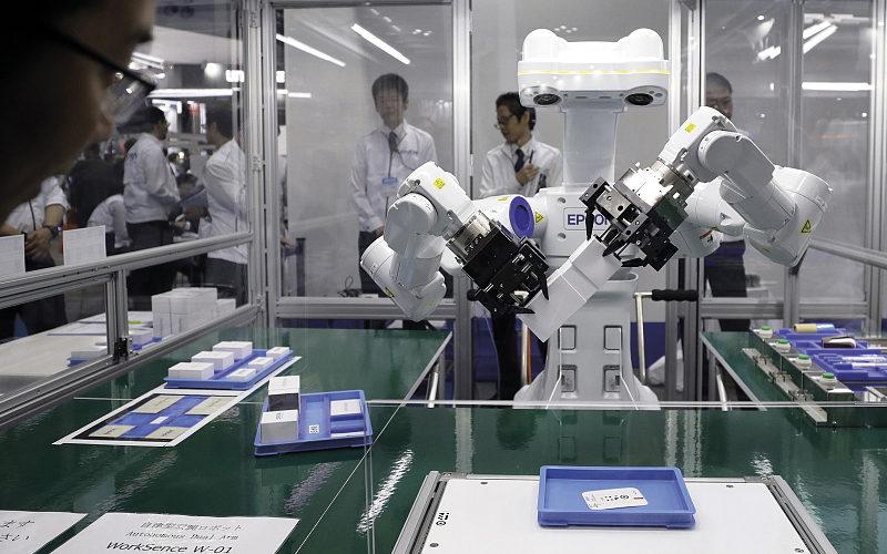 Epson presenta su nuevo robot autónomo de doble brazo WorkSense W-01