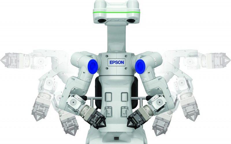 Epson presenta un robot inteligente que ve, siente, piensa y trabaja
